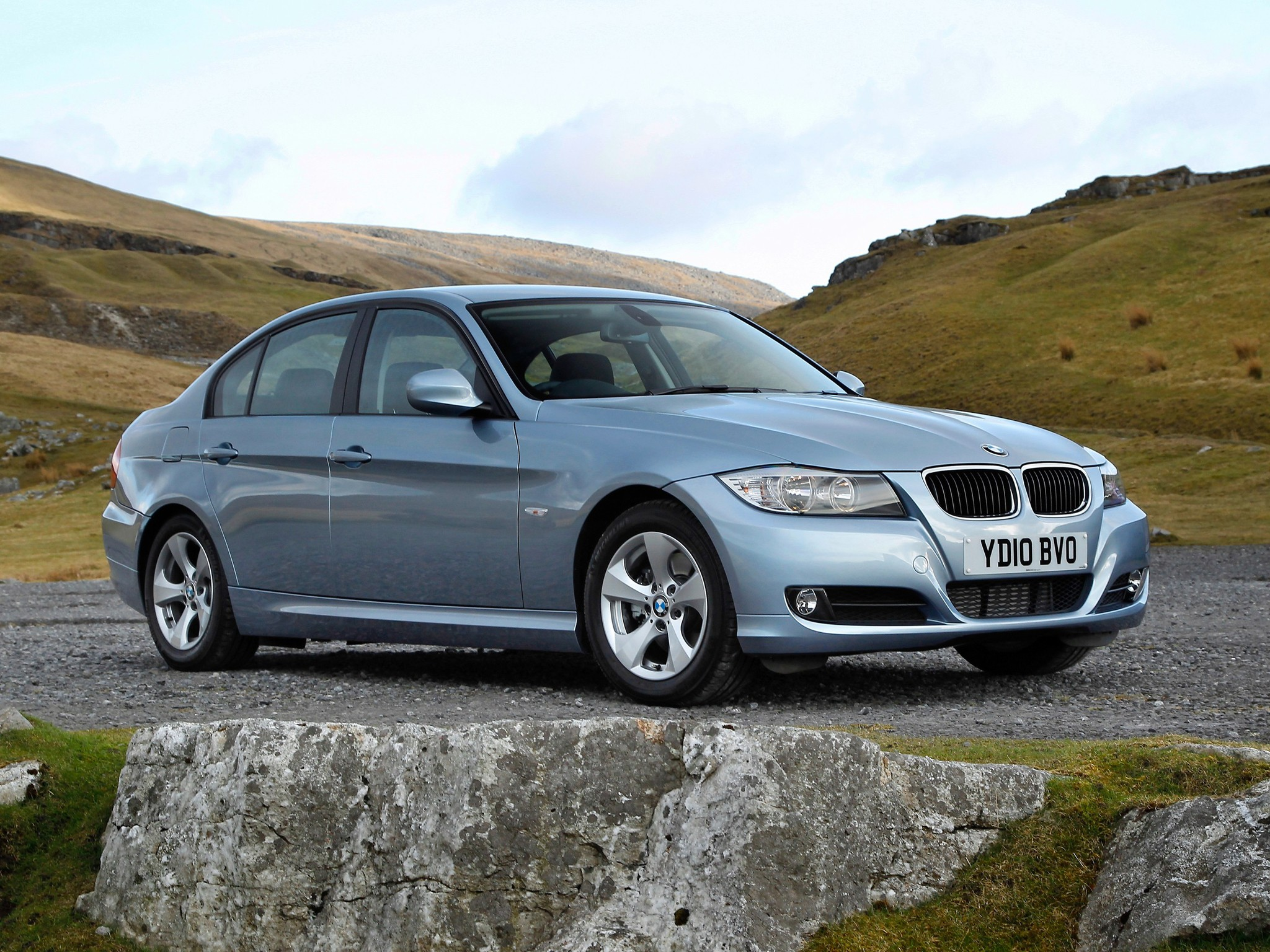 bmw 3 series e90 specs 2008 2009 2010 2011 autoevolution. Black Bedroom Furniture Sets. Home Design Ideas