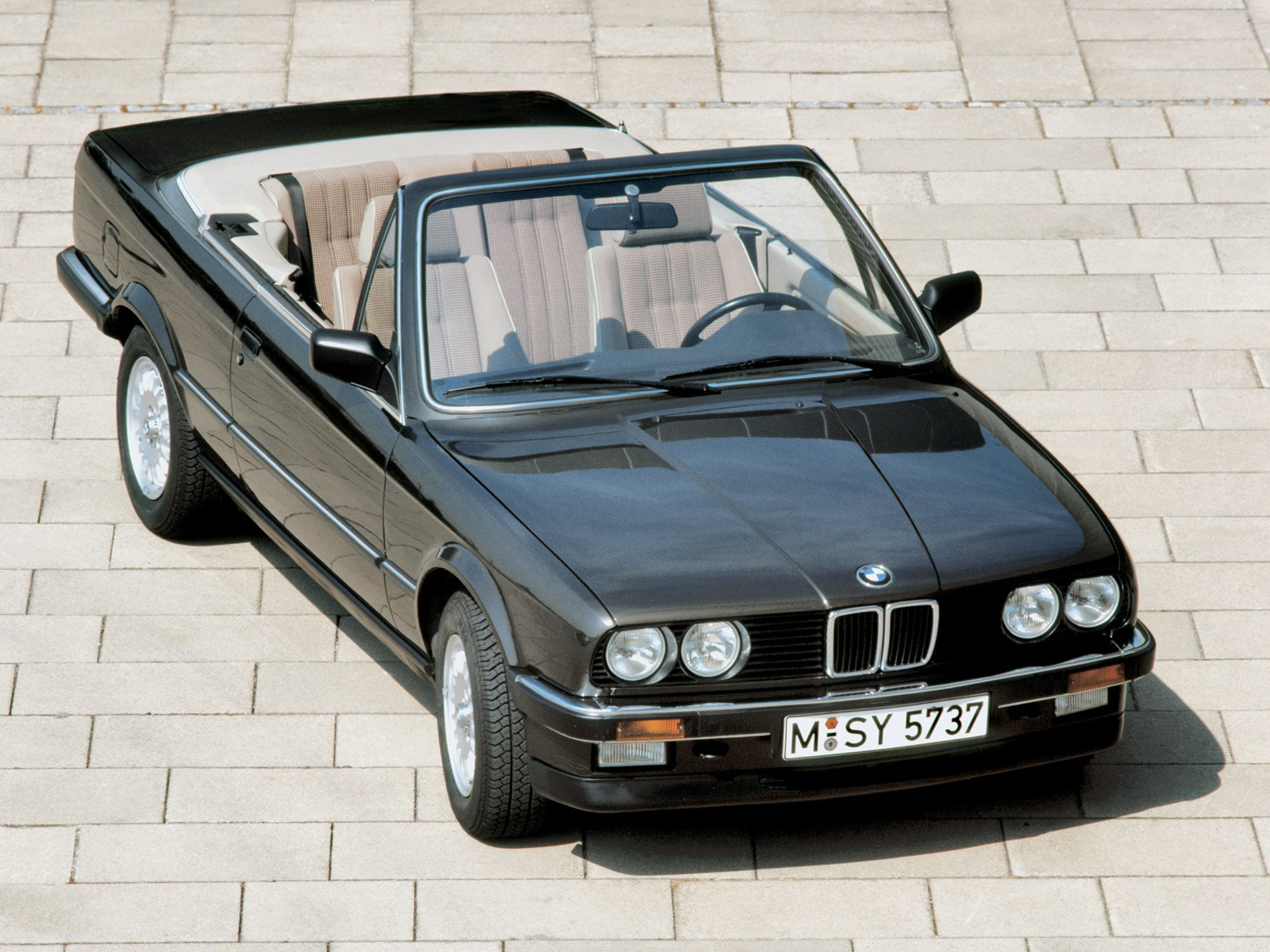 bmw 3 series cabriolet e30 1986 1987 1988 1989 1990 1991 1992 1993 autoevolution. Black Bedroom Furniture Sets. Home Design Ideas