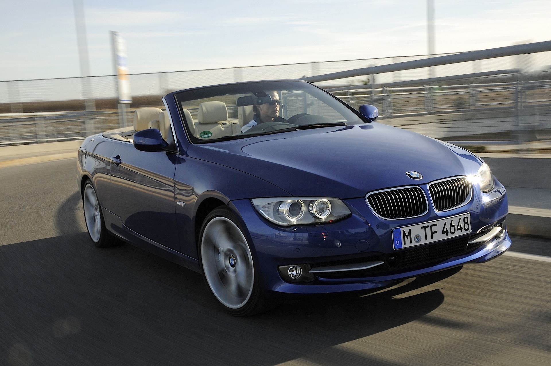 bmw 3 series cabriolet e93 specs 2010 2011 2012 2013 autoevolution. Black Bedroom Furniture Sets. Home Design Ideas