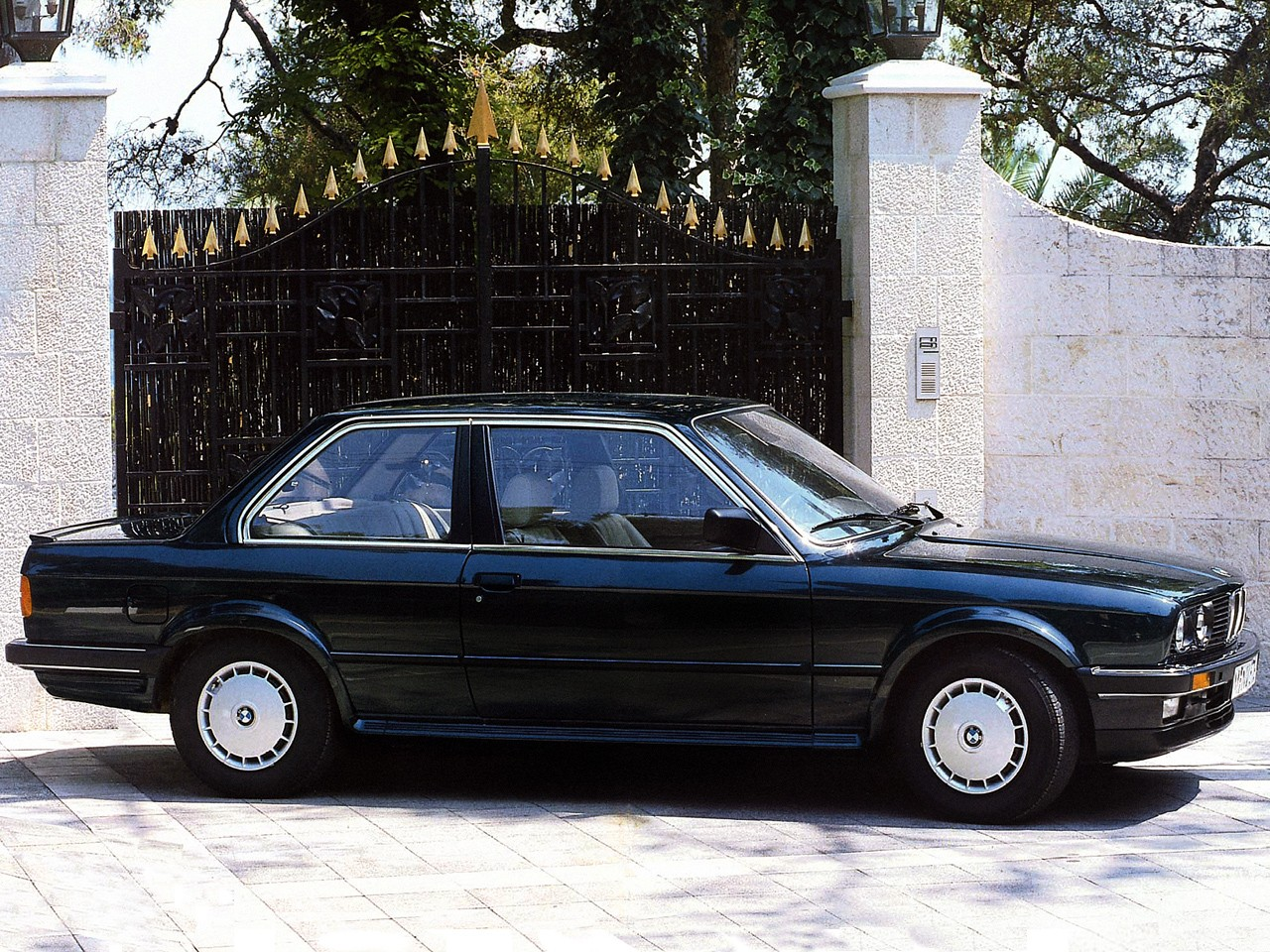 bmw 3 series coupe e30 specs photos 1982 1983 1984. Black Bedroom Furniture Sets. Home Design Ideas