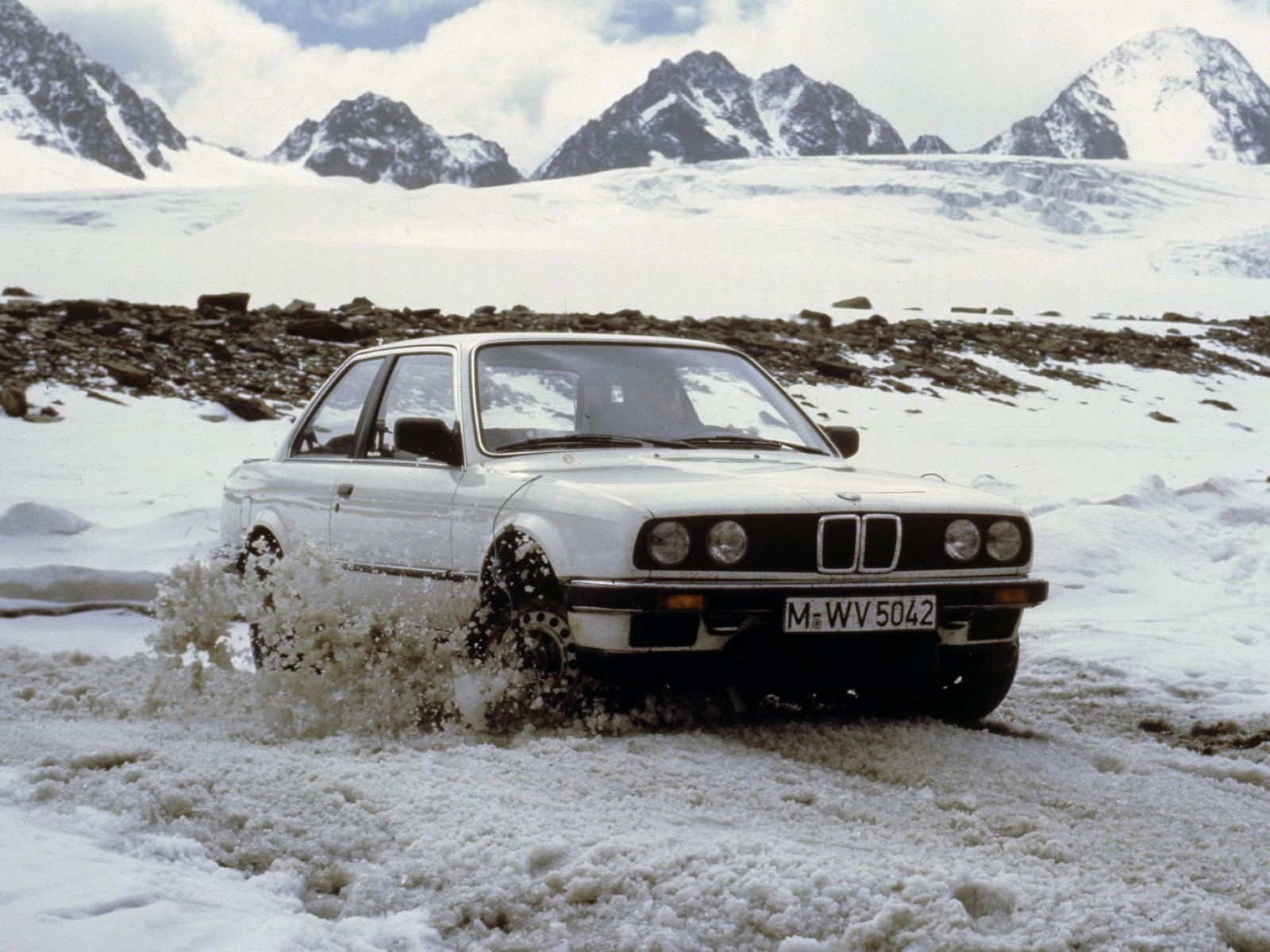 Bmw E30 325iX and snow - YouTube