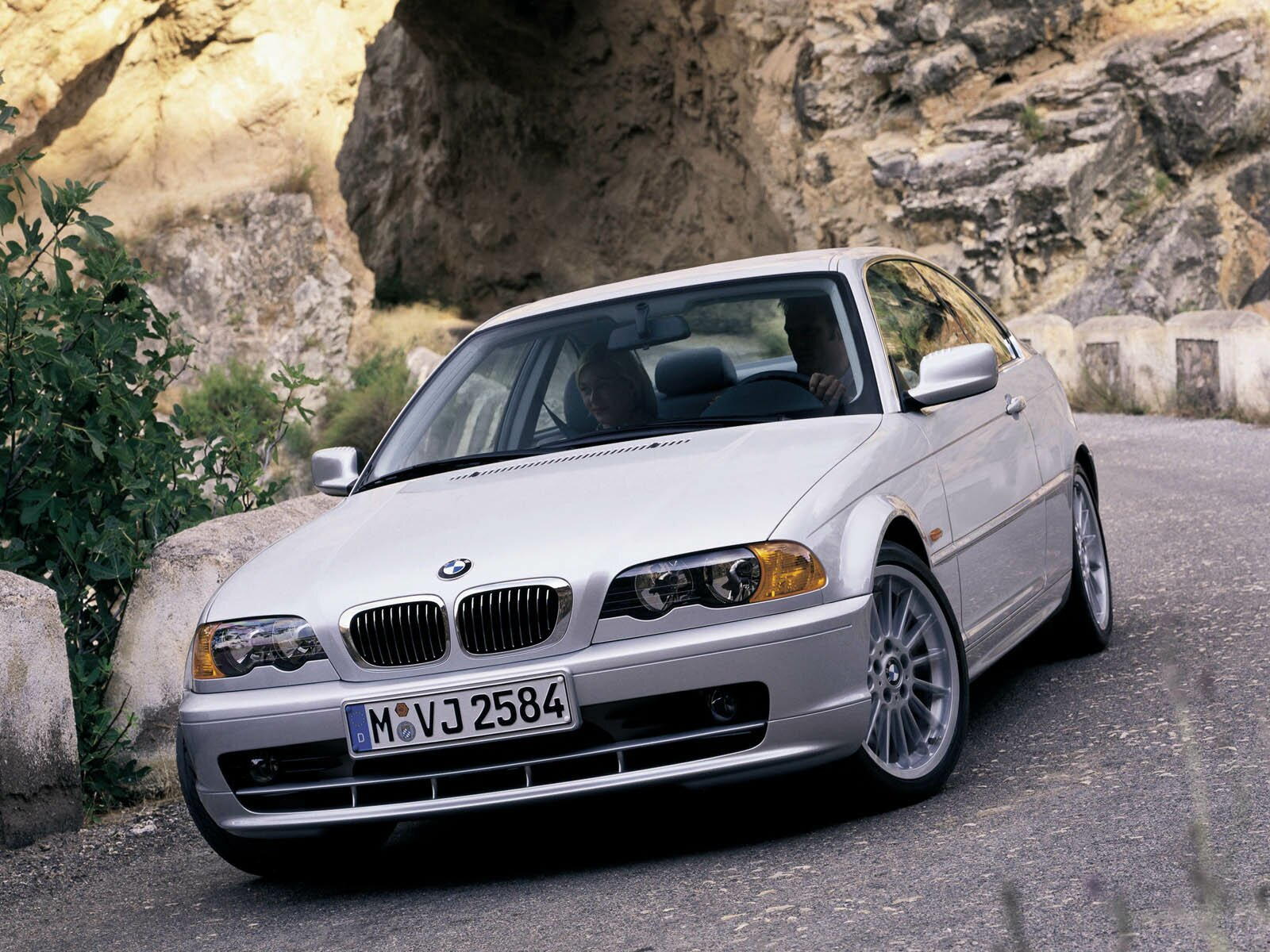 bmw 3 series coupe e46 specs 1999 2000 2001 2002 2003 autoevolution. Black Bedroom Furniture Sets. Home Design Ideas