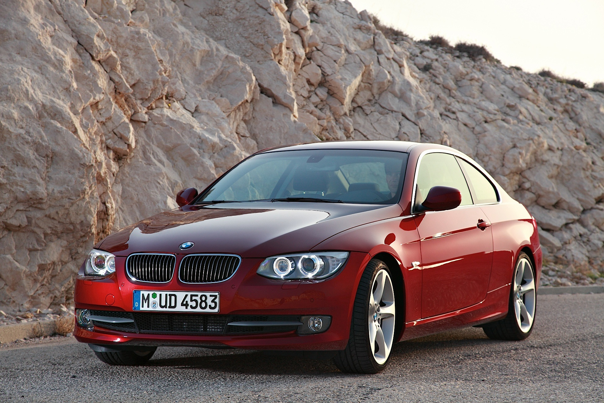 bmw 3 series coupe e92 specs photos 2010 2011 2012. Black Bedroom Furniture Sets. Home Design Ideas