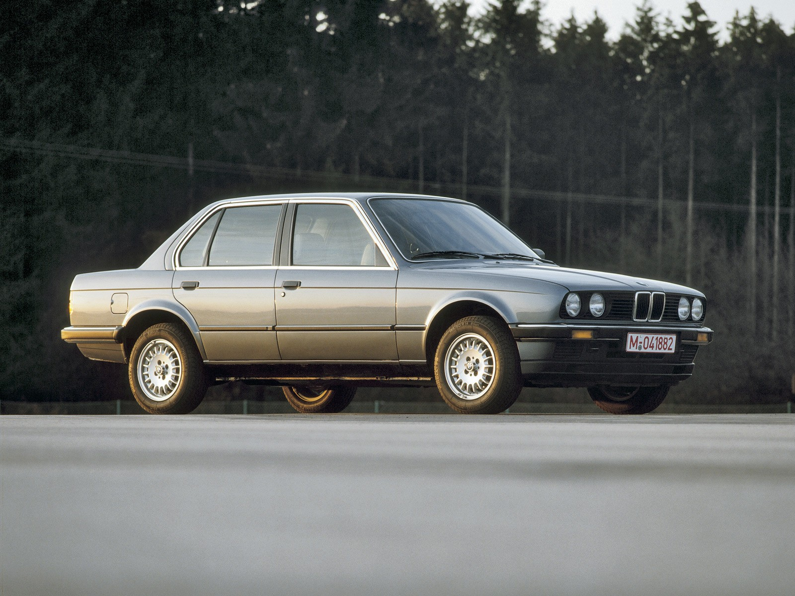 BMW 3 Series Sedan E30 specs  1982 1983 1984 1985 1986