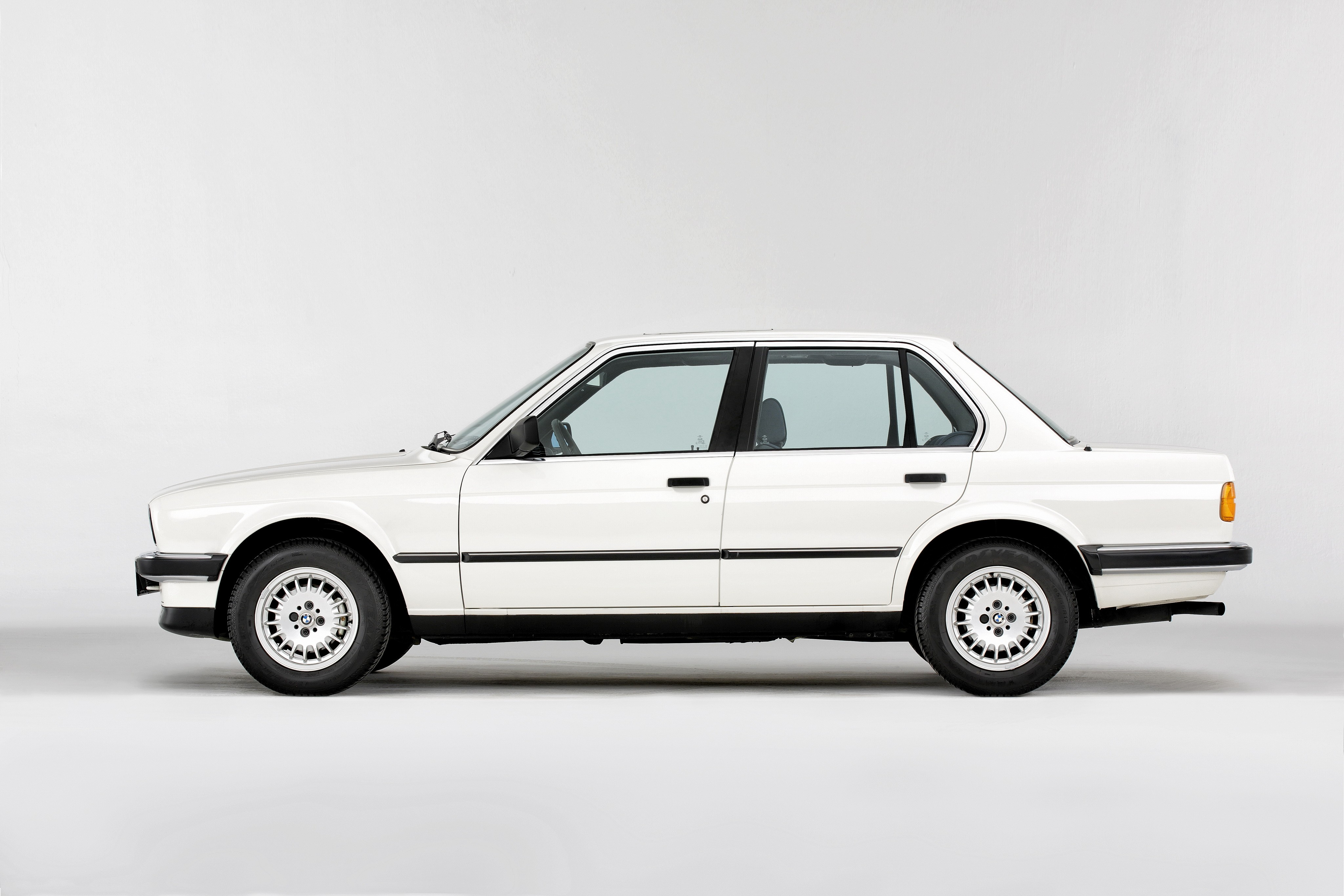 Bmw 3 Series Sedan E30 Specs Amp Photos 1982 1983 1984