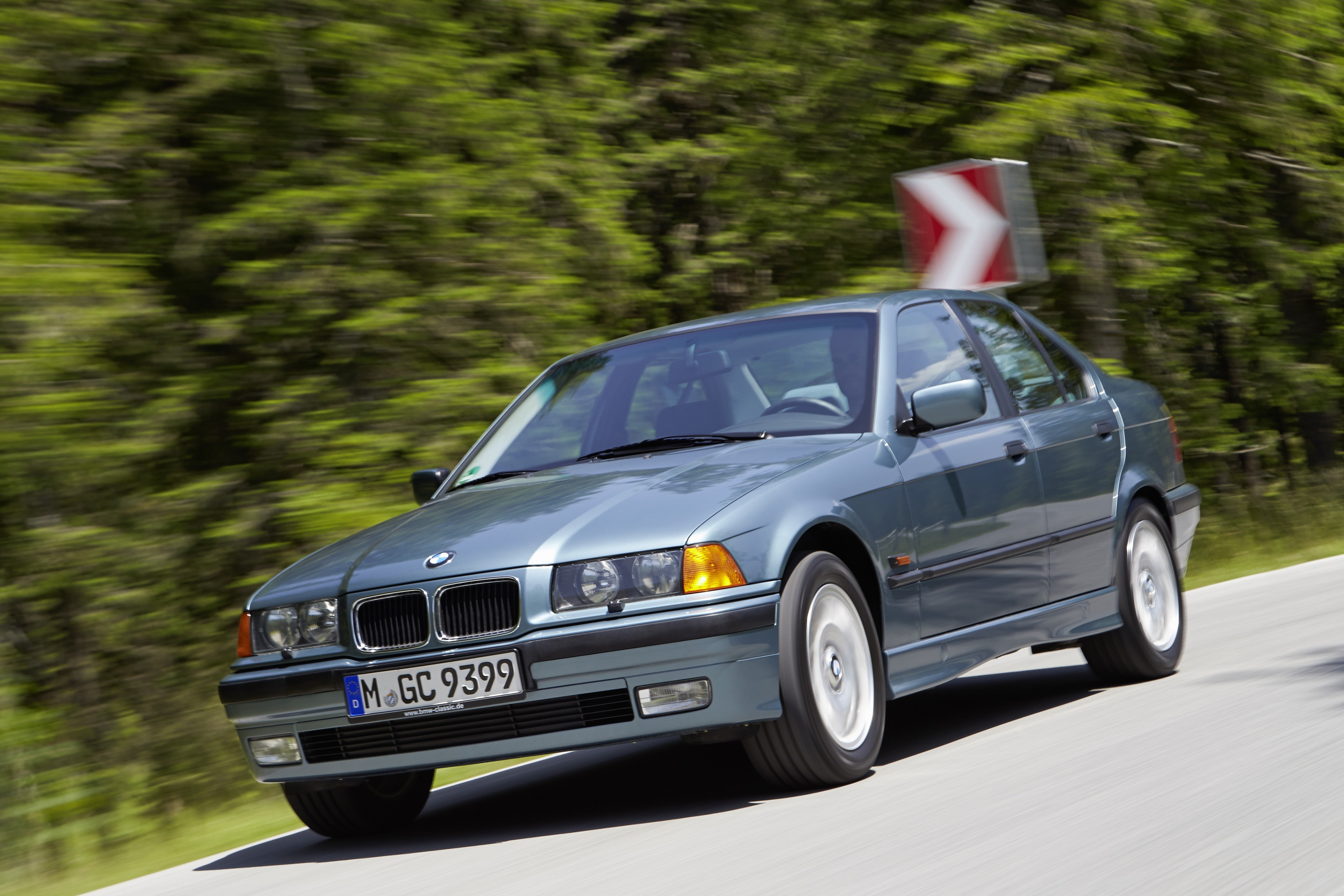 bmw 3 series sedan e36 specs photos 1991 1992 1993. Black Bedroom Furniture Sets. Home Design Ideas