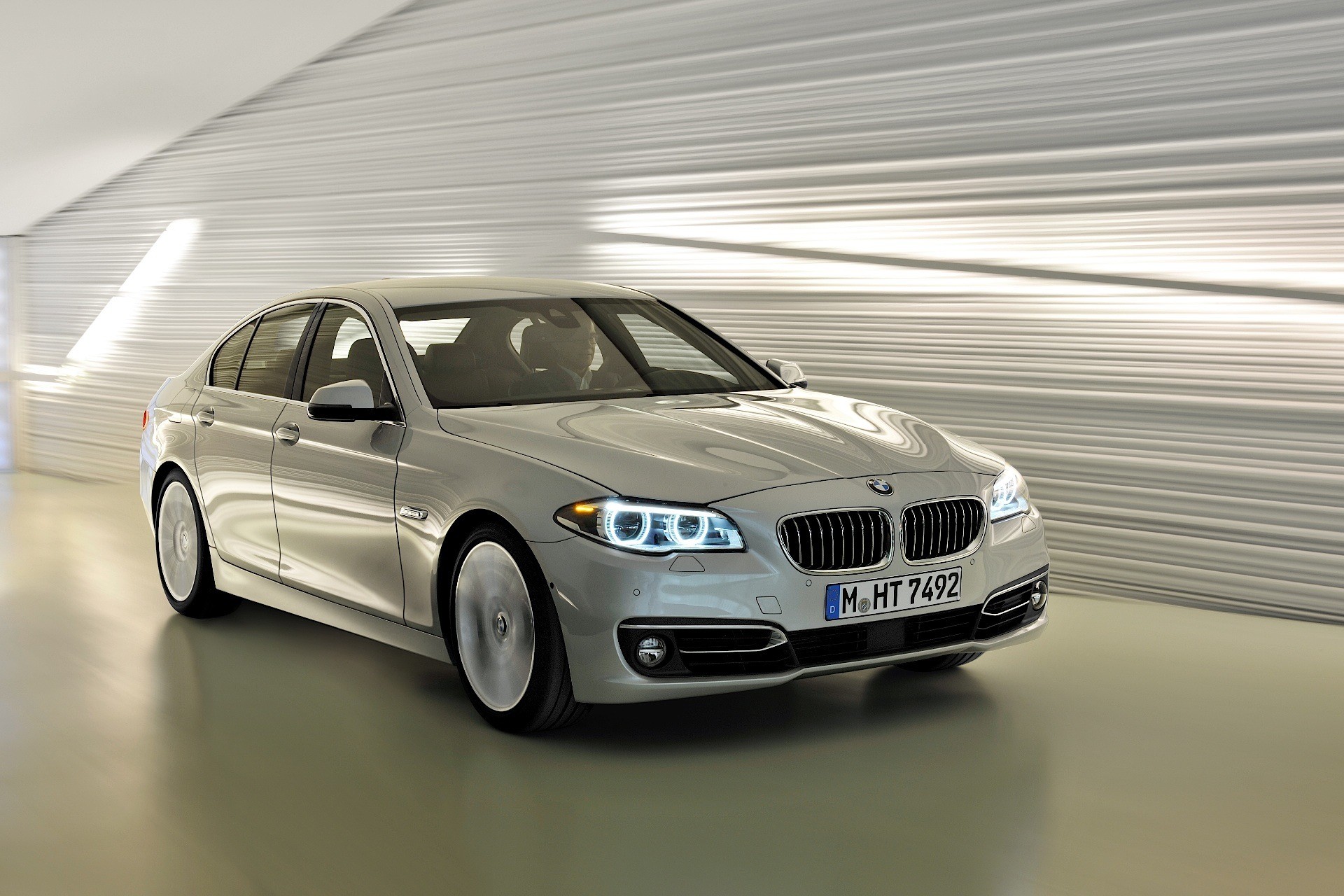 BMW 5 Series F10 LCI specs  2013 2014 2015 2016  autoevolution