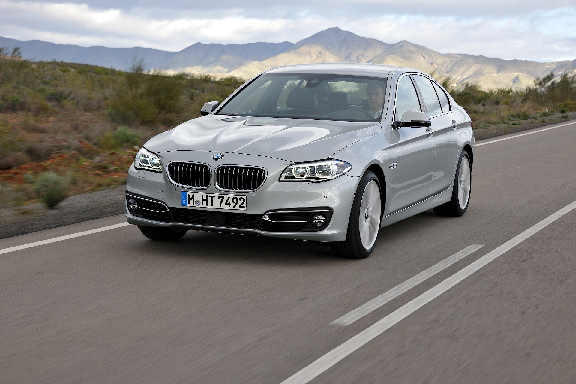 bmw 5 series f10 lci specs 2013 2014 2015 2016 autoevolution. Black Bedroom Furniture Sets. Home Design Ideas
