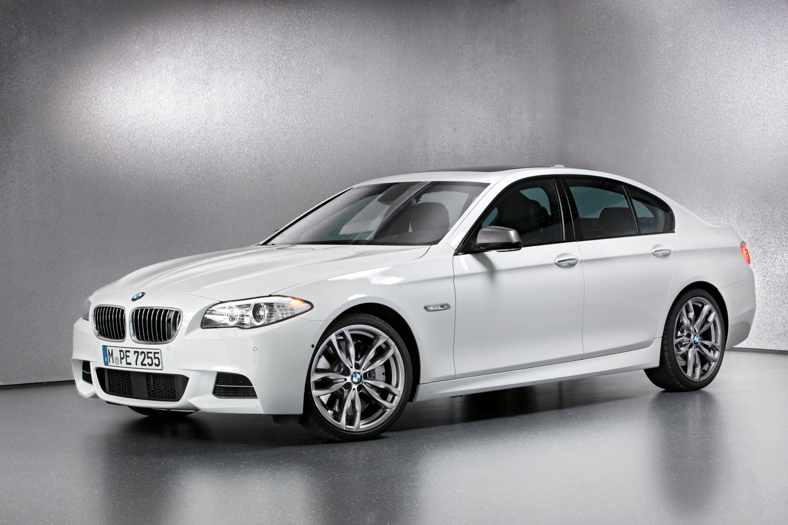 bmw 5 series f10 lci 2013 2014 2015 2016 2017 autoevolution. Black Bedroom Furniture Sets. Home Design Ideas