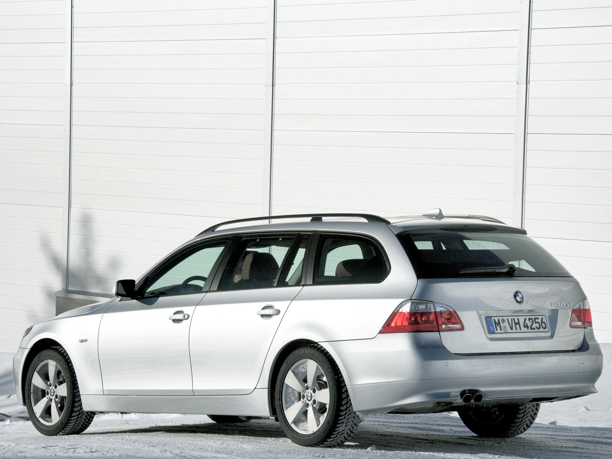 Bmw 5 Series Touring E61 Specs Amp Photos 2007 2008