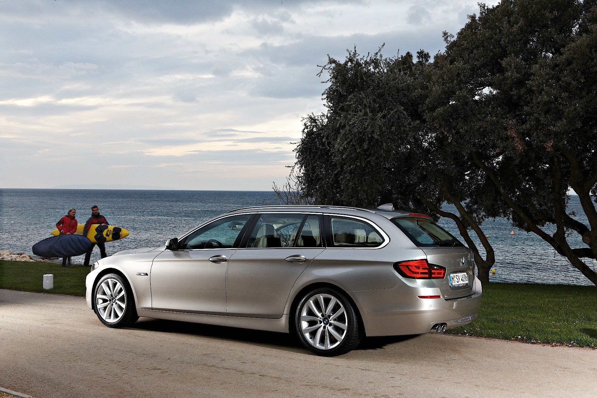 bmw 5 series touring f11 specs 2010 2011 2012 2013. Black Bedroom Furniture Sets. Home Design Ideas