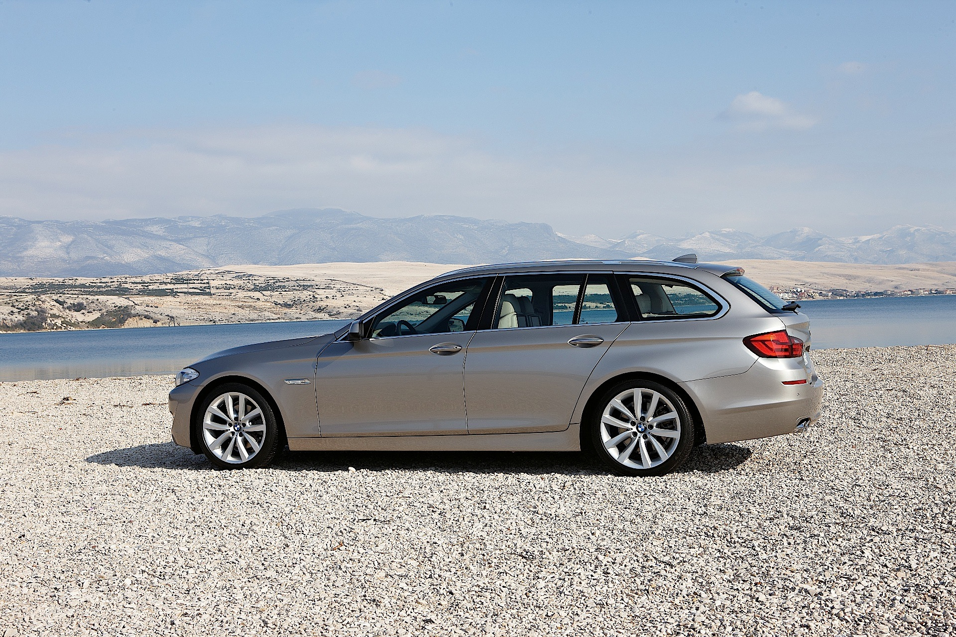 bmw 5 series touring f11 specs photos 2010 2011. Black Bedroom Furniture Sets. Home Design Ideas