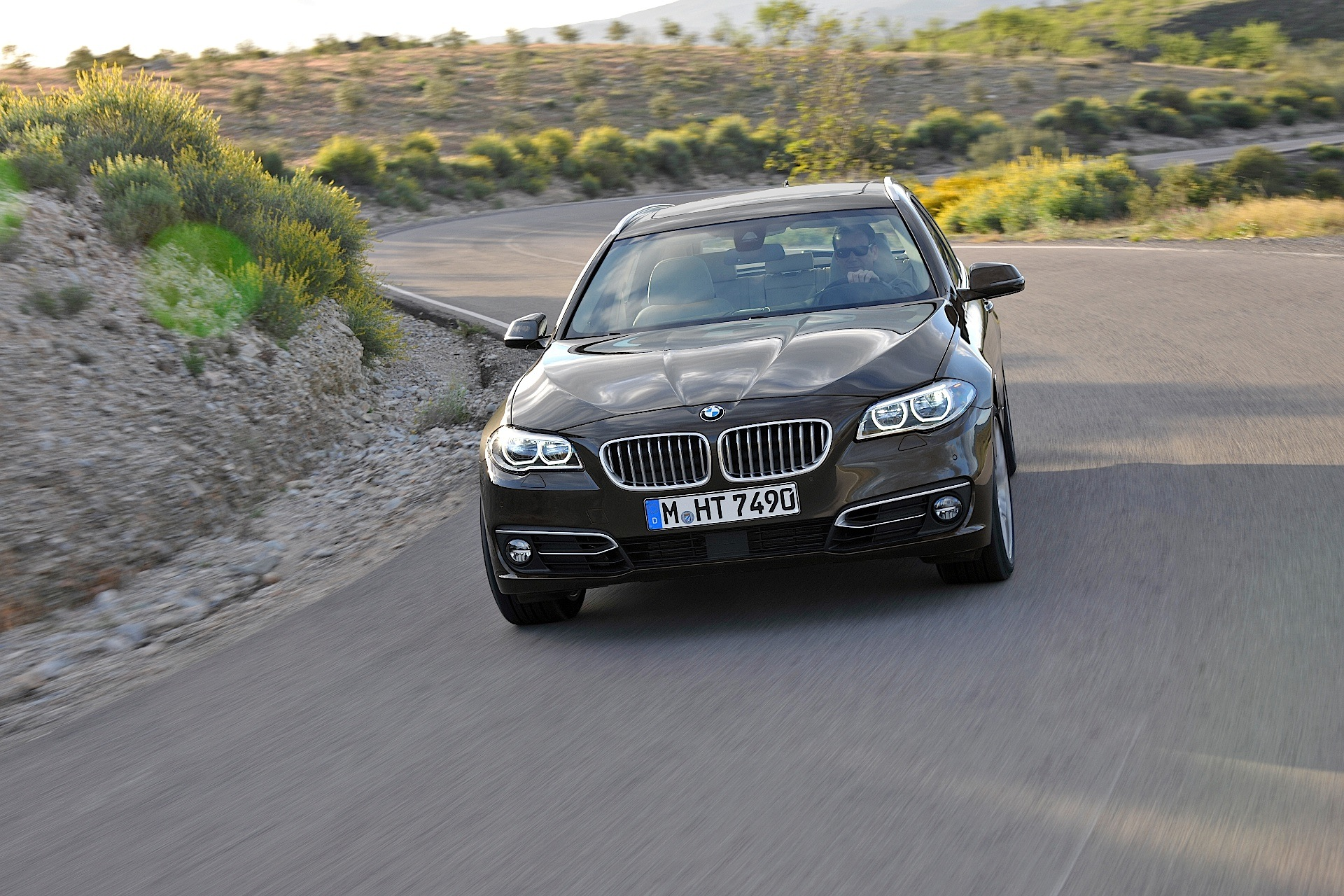 bmw 5 series touring f11 lci specs 2013 2014 2015 2016 2017 autoevolution. Black Bedroom Furniture Sets. Home Design Ideas