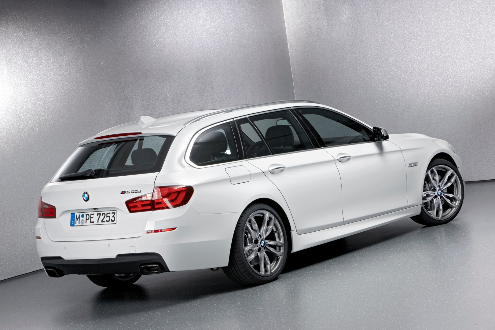 bmw 5 series touring f11 lci specs photos 2013 2014. Black Bedroom Furniture Sets. Home Design Ideas