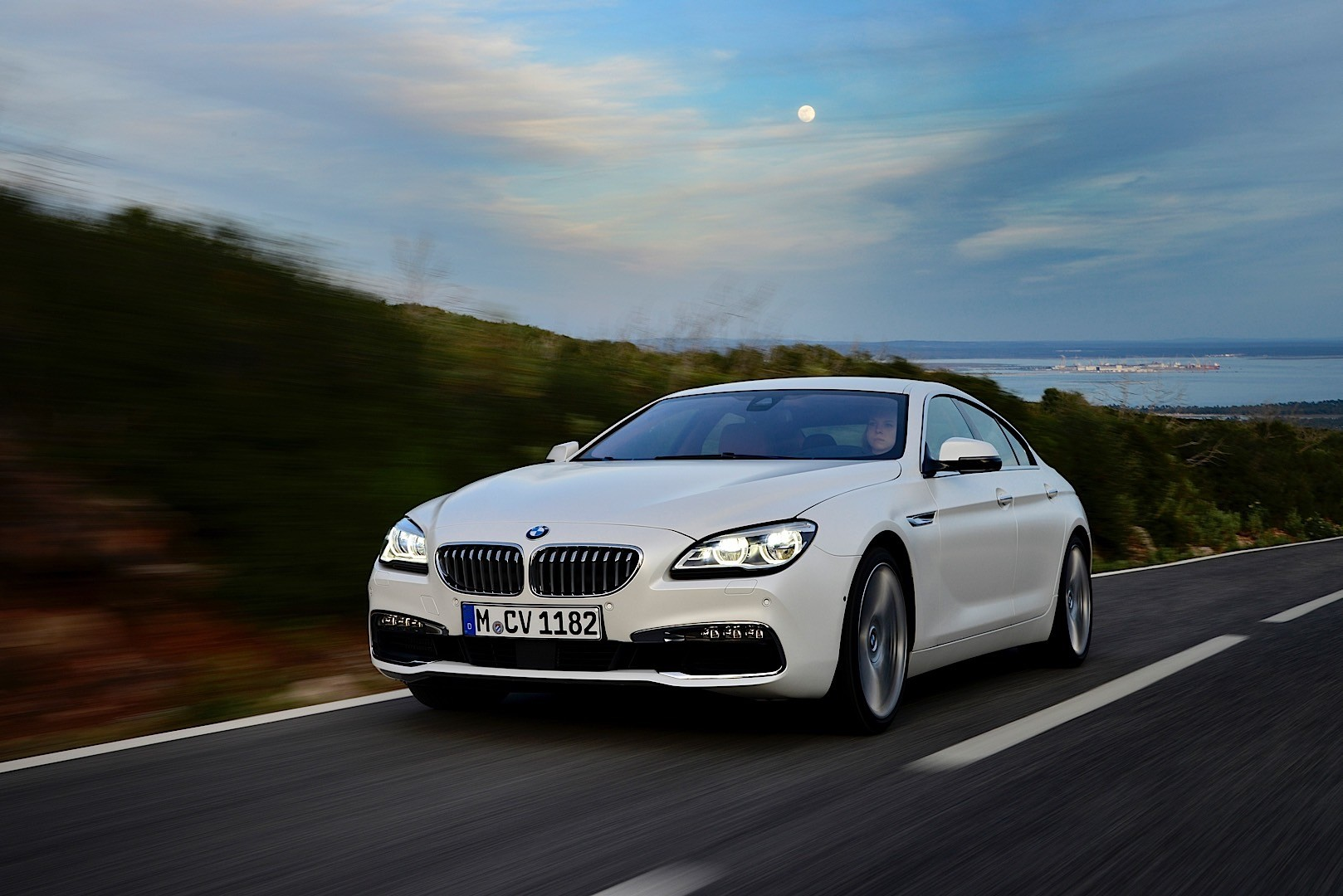 bmw 6 series gran coupe f06 specs 2012 2013 2014 2015 autoevolution. Black Bedroom Furniture Sets. Home Design Ideas