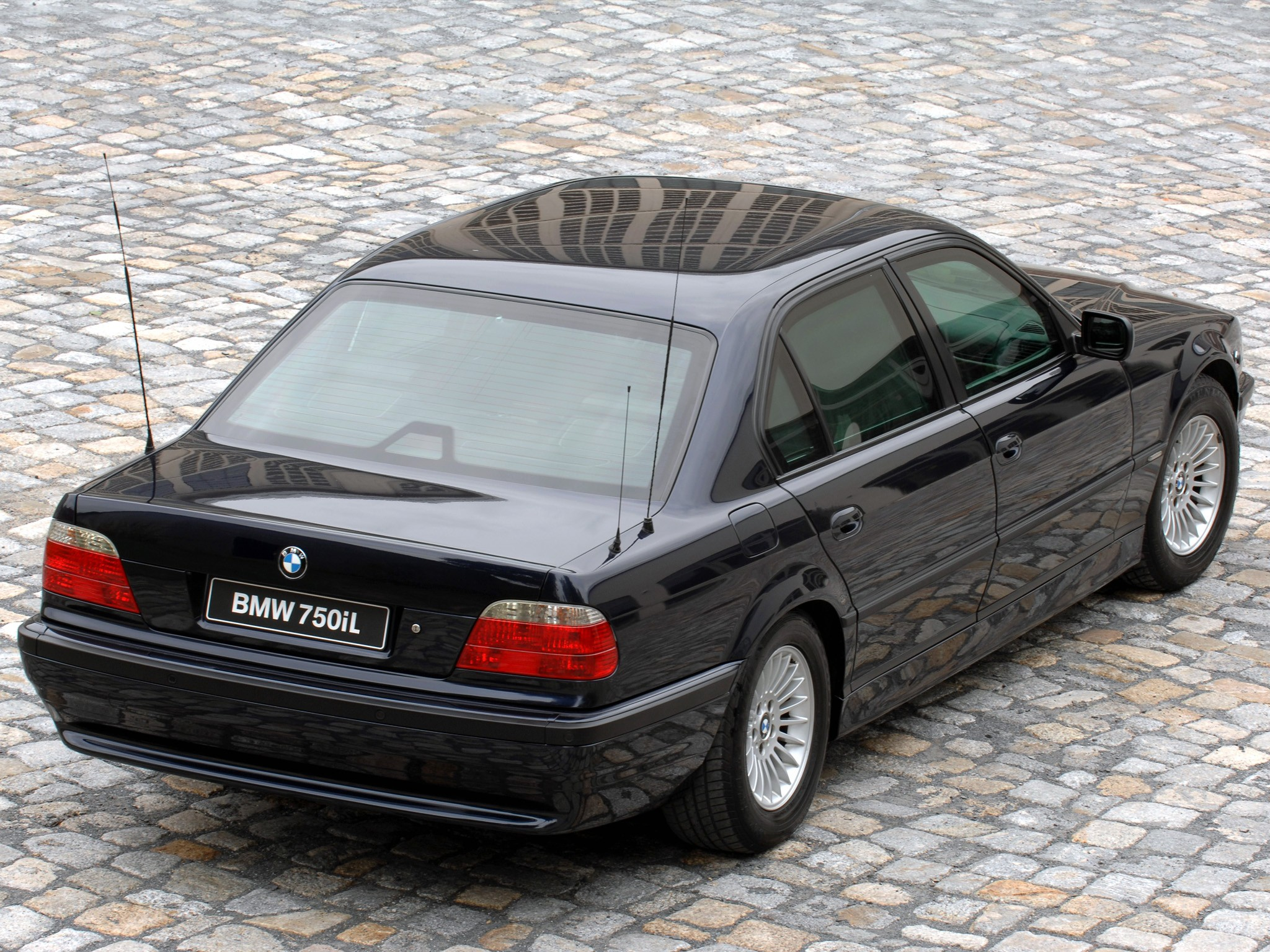 BMW 7 Series (E38) specs & photos - 1998, 1999, 2000, 2001 ...