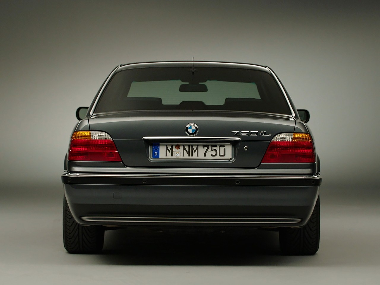 BMW 7 Series (E38) specs & photos - 1998, 1999, 2000, 2001 ...