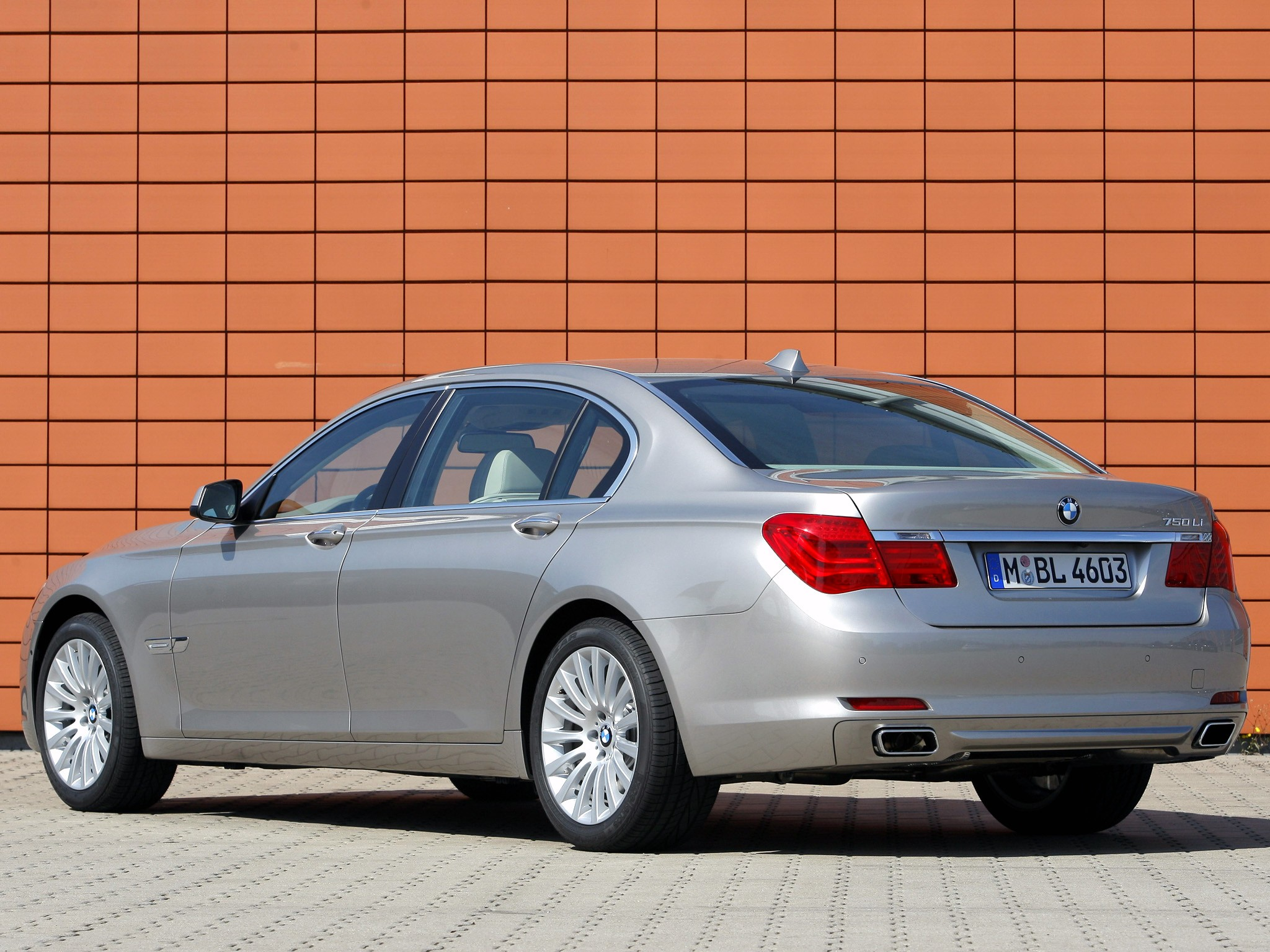 bmw 7 series f01 02 specs photos 2008 2009 2010. Black Bedroom Furniture Sets. Home Design Ideas