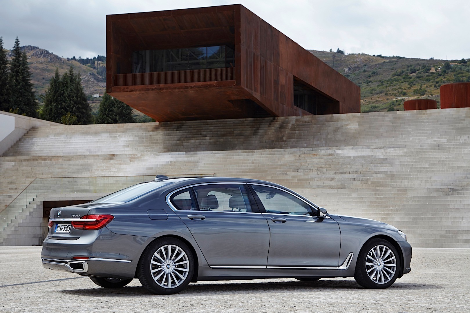 bmw 7 series g11 g12 specs 2016 2017 2018 autoevolution. Black Bedroom Furniture Sets. Home Design Ideas