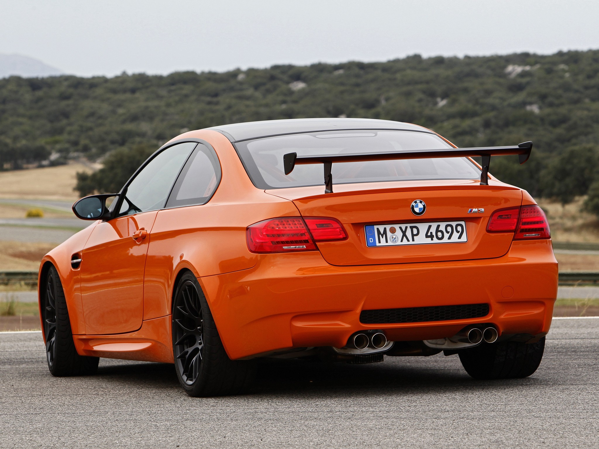 BMW M3 GTS (E92) specs & photos - 2010, 2011 - autoevolution