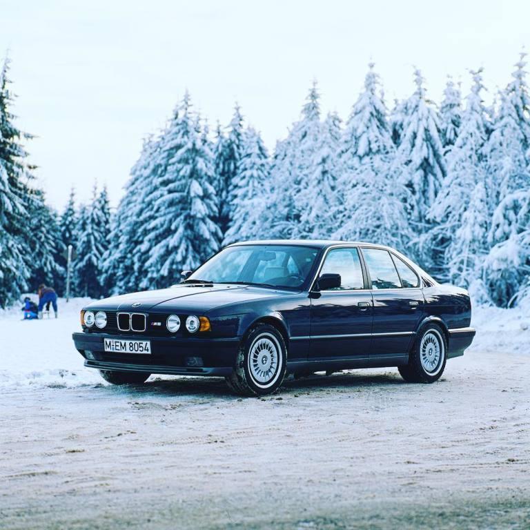 BMW M5 (E34) Specs & Photos