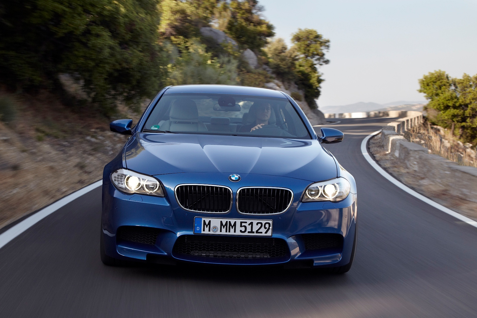 BMW M5 F10 specs & photos 2011 2012 2013 autoevolution
