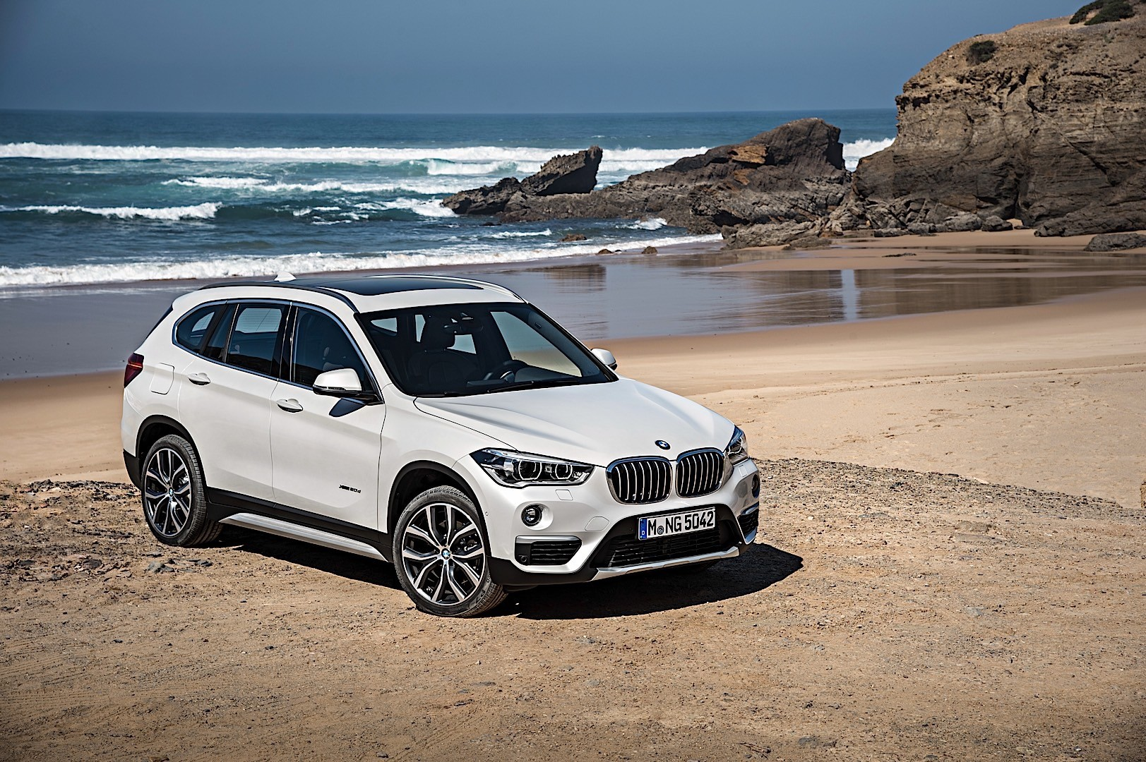 bmw x1 specs 2016 2017 2018 autoevolution. Black Bedroom Furniture Sets. Home Design Ideas