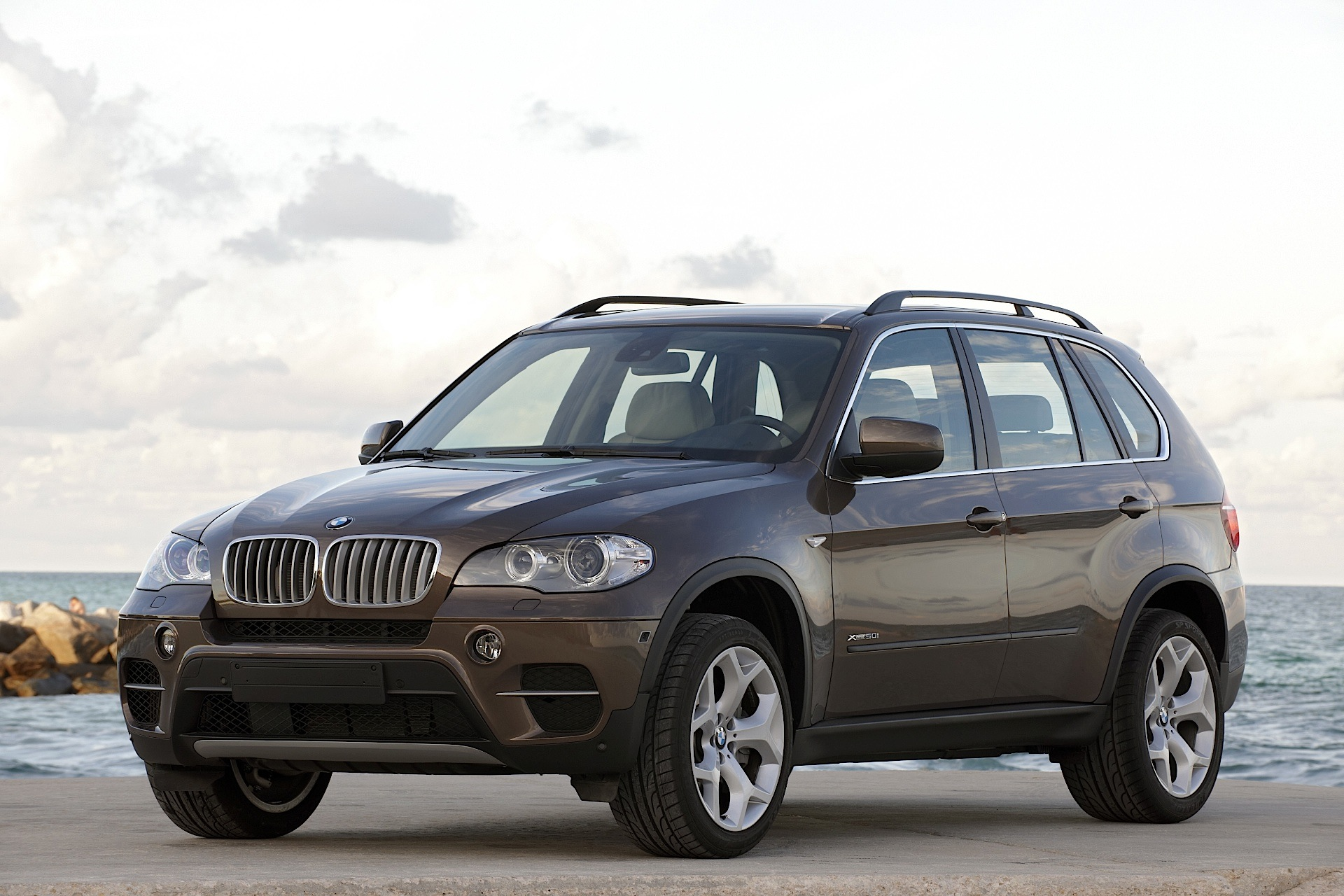 bmw x5 e70 specs photos 2010 2011 2012 2013 2014. Black Bedroom Furniture Sets. Home Design Ideas