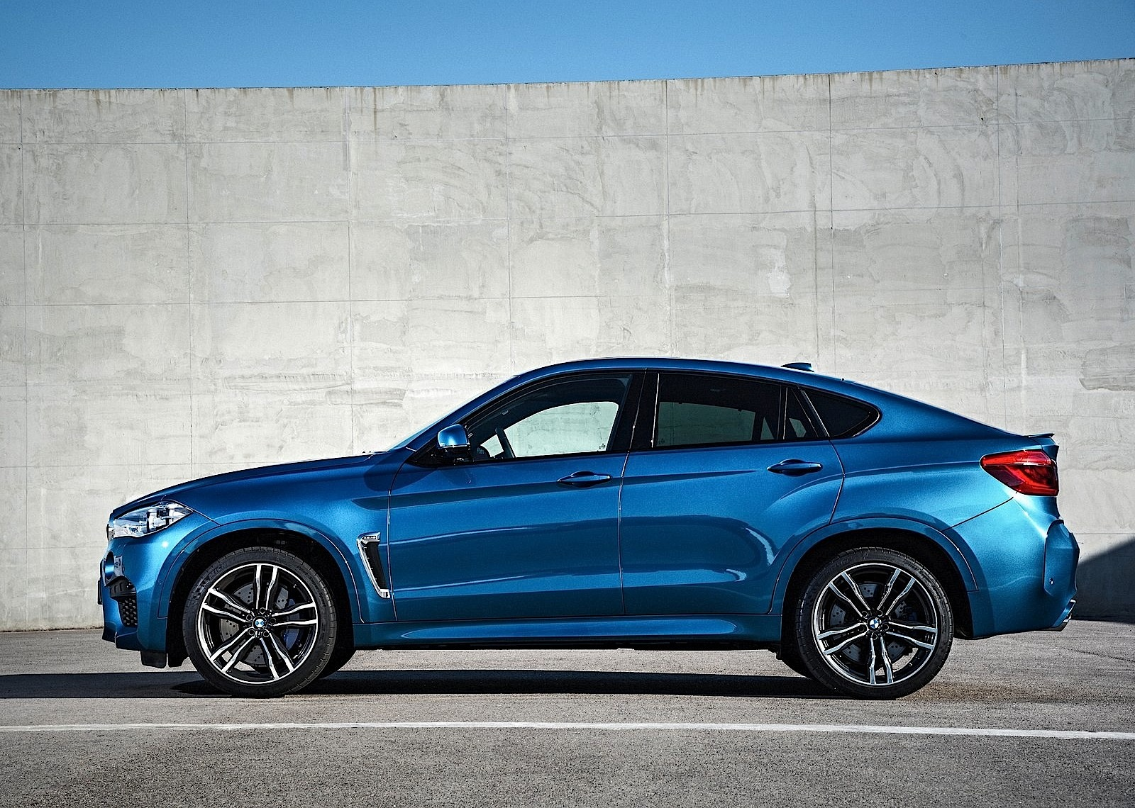Bmw X6m Specs Amp Photos 2014 2015 2016 2017 2018 Autoevolution