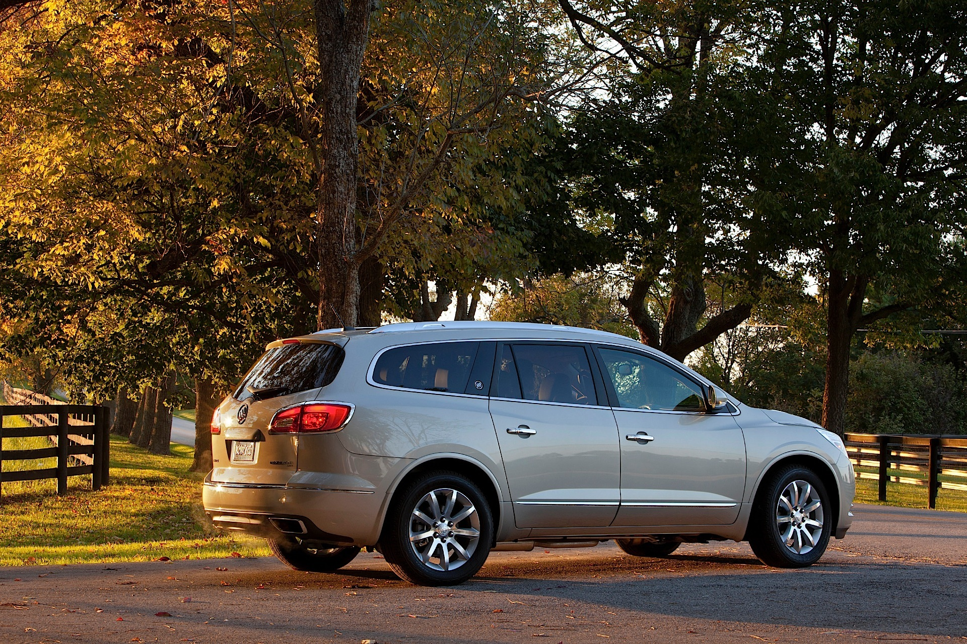 Buick Enclave on 2014 buick rainier green