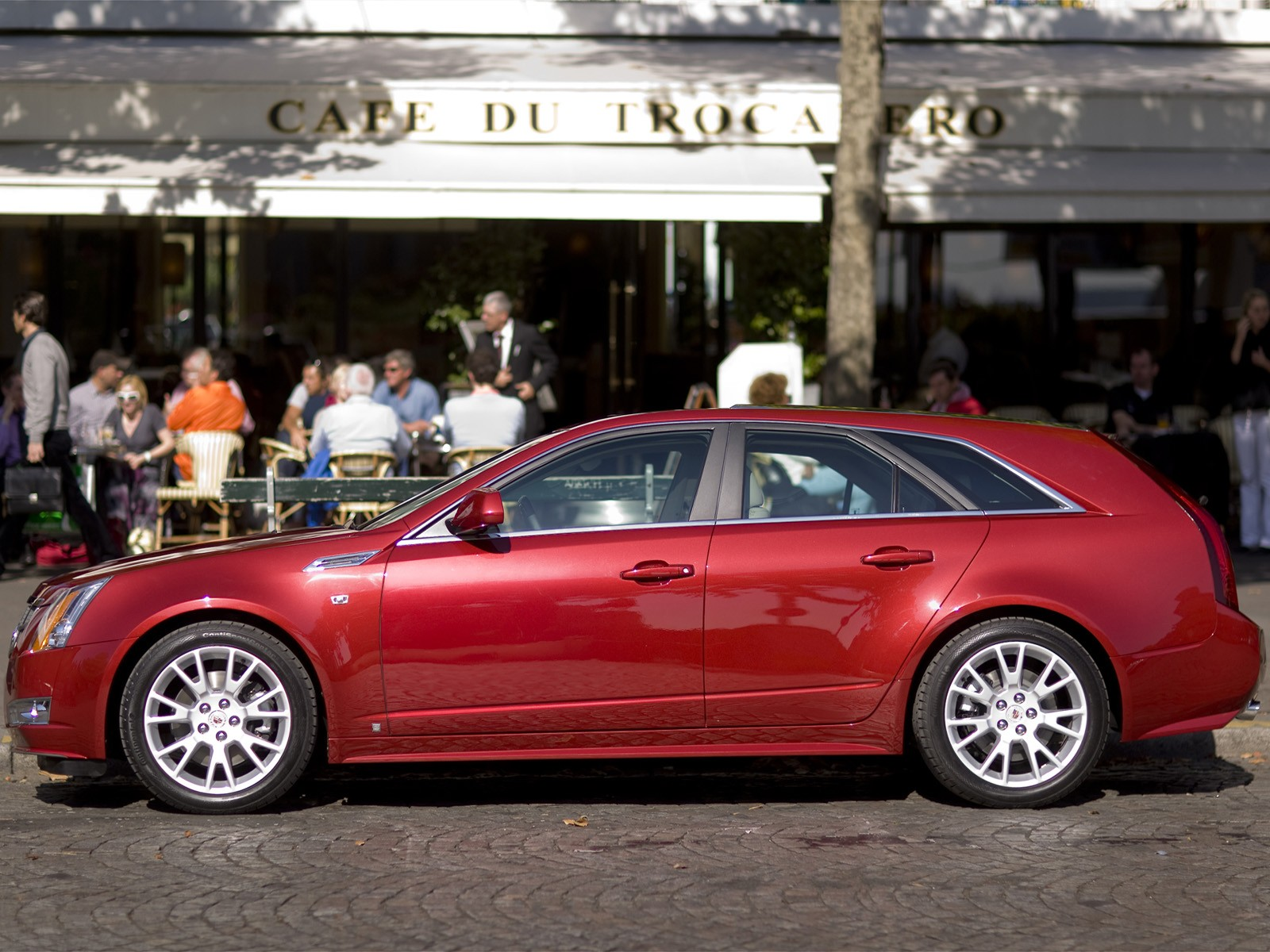 2010 Cadillac CTS Sport Wagon photo - 2