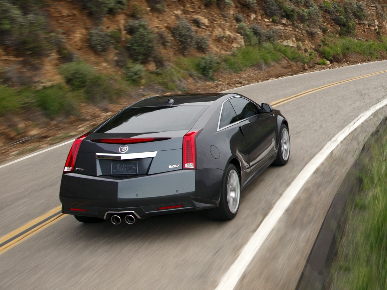 Michelin Pilot Sport >> CADILLAC CTS-V Coupe specs & photos - 2012, 2013, 2014, 2015, 2016, 2017, 2018, 2019 - autoevolution