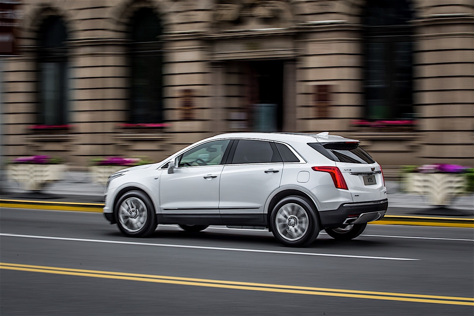 2016 cadillac srx crossover pictures 2017 2018 best cars reviews. Black Bedroom Furniture Sets. Home Design Ideas