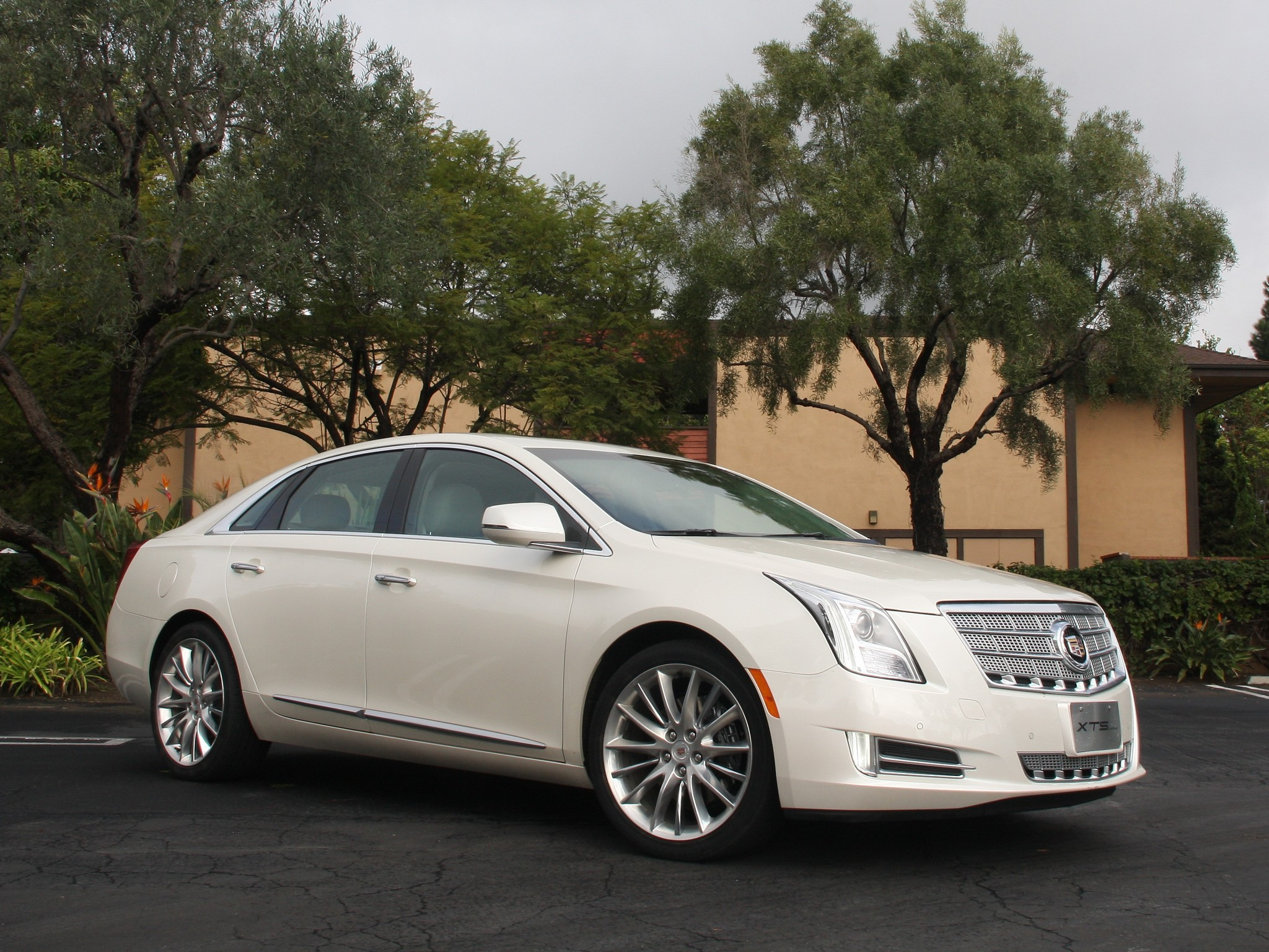 Cadillac Xts Specs  U0026 Photos - 2013  2014  2015  2016  2017
