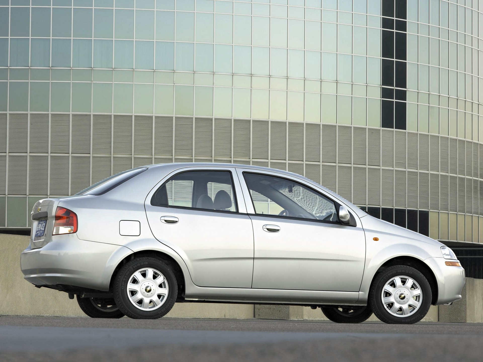 Chevrolet Aveo Kalos Sedan Specs Amp Photos 2004 2005