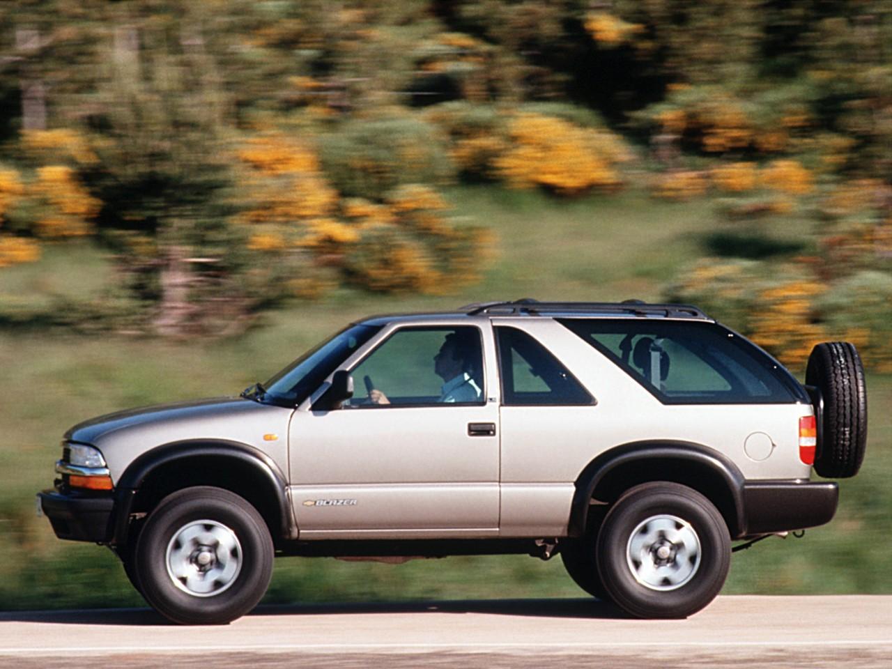 CHEVROLET Blazer 3 doors specs & photos - 1995, 1996, 1997 ...