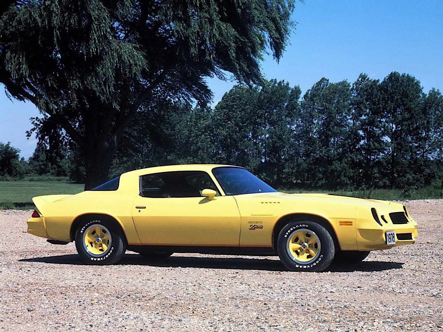CHEVROLET Camaro Z28 specs & photos - 1977, 1978, 1979 ...