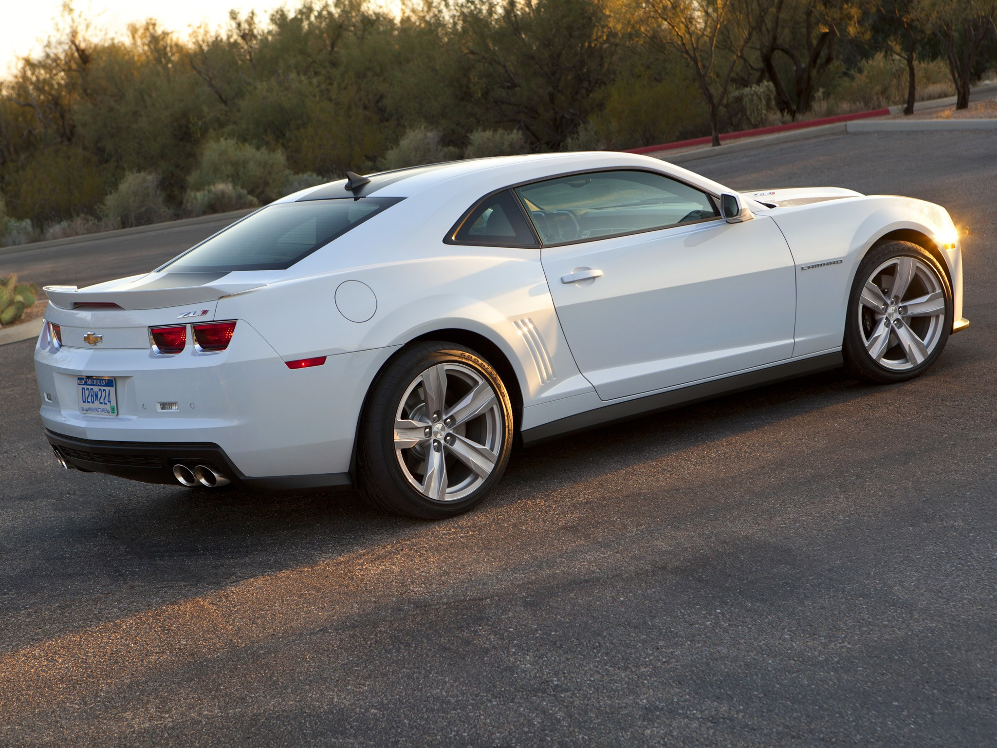CHEVROLET Camaro ZL1 specs & photos - 2012, 2013, 2014 ...