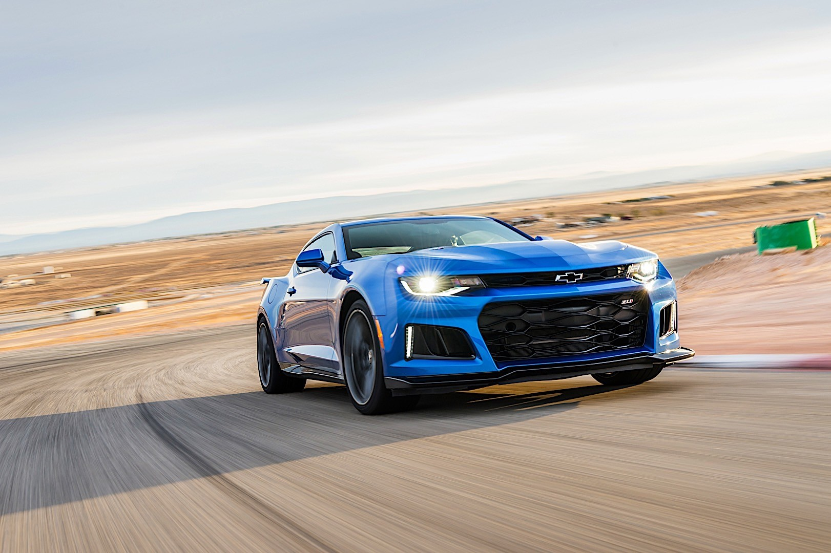 Chevrolet Camaro Zl1 Specs Amp Photos 2016 2017 2018