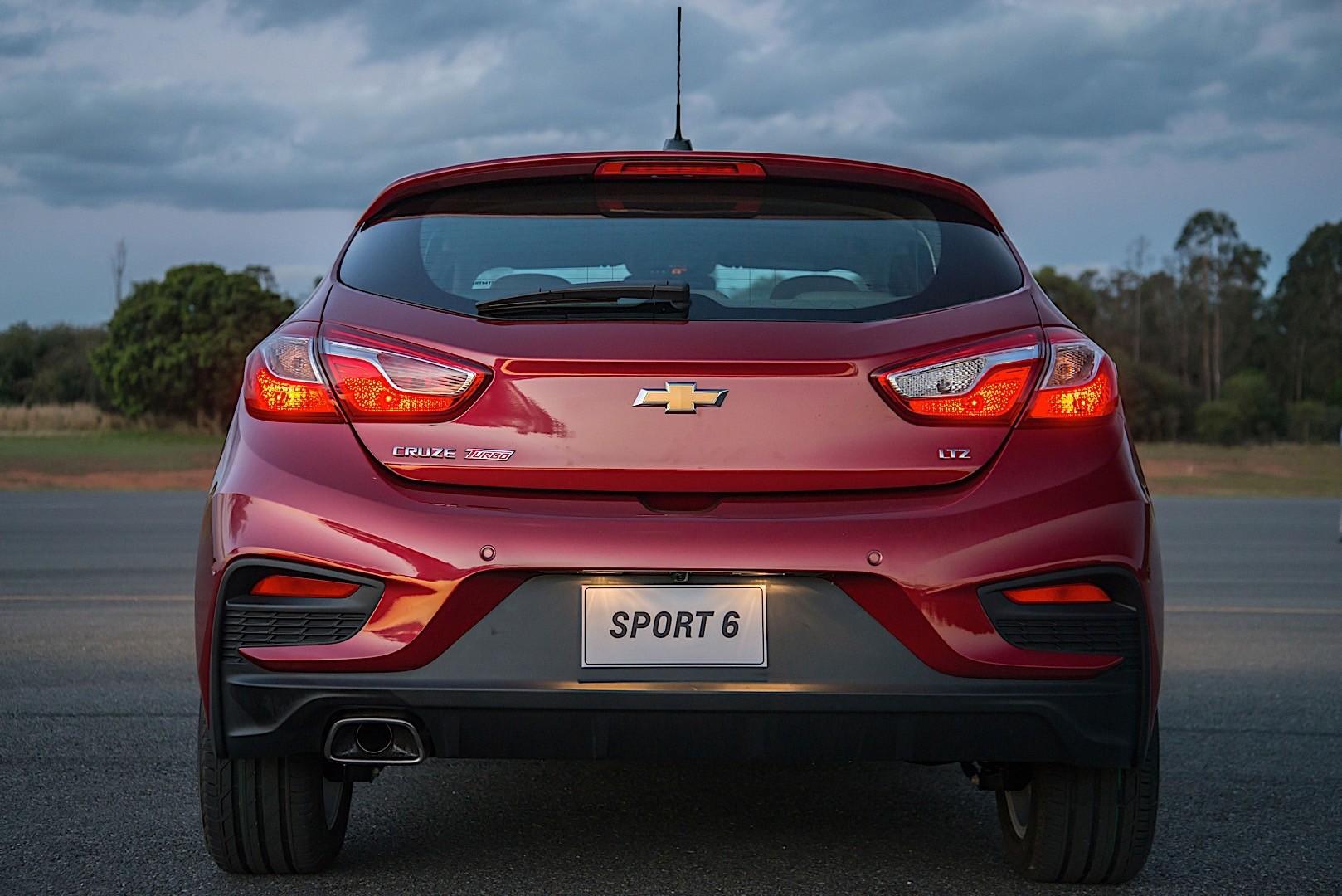 CHEVROLET Cruze Hatchback specs & photos - 2017, 2018 ...