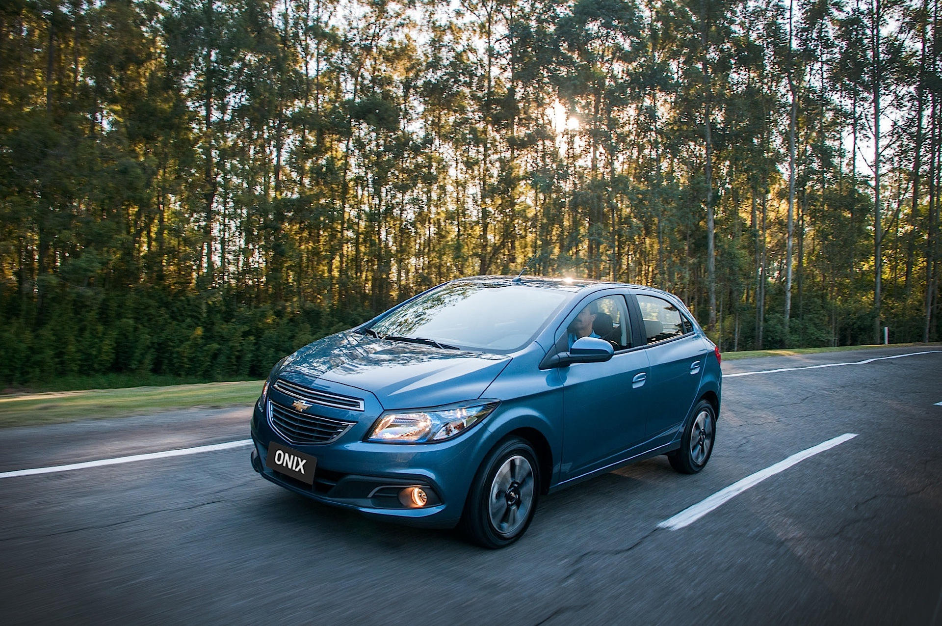 CHEVROLET Onix specs & photos - 2012, 2013, 2014, 2015 ...