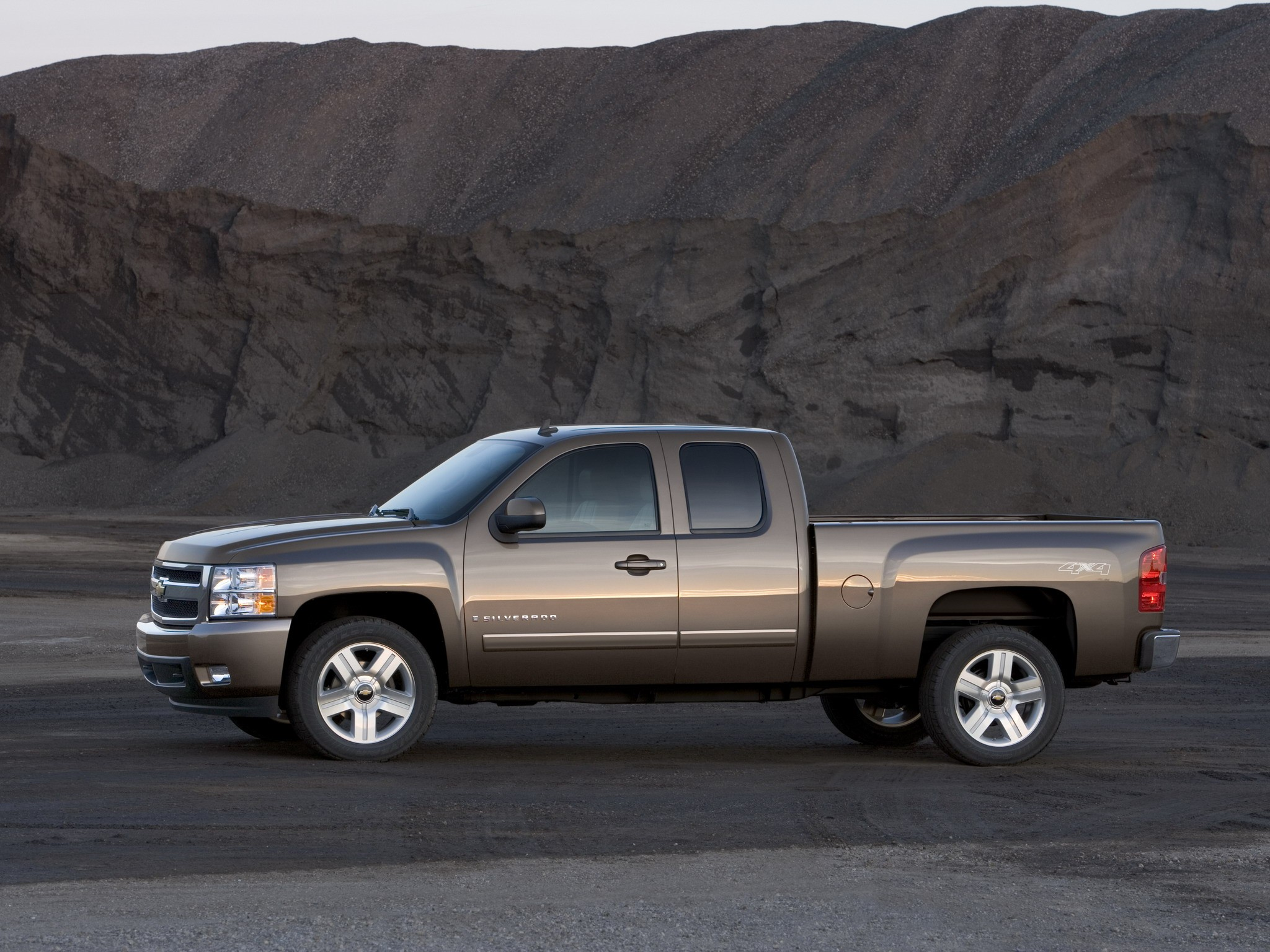 Tundra Vs Silverado >> CHEVROLET Silverado 1500 Extended Cab specs & photos - 2008, 2009, 2010, 2011, 2012 - autoevolution