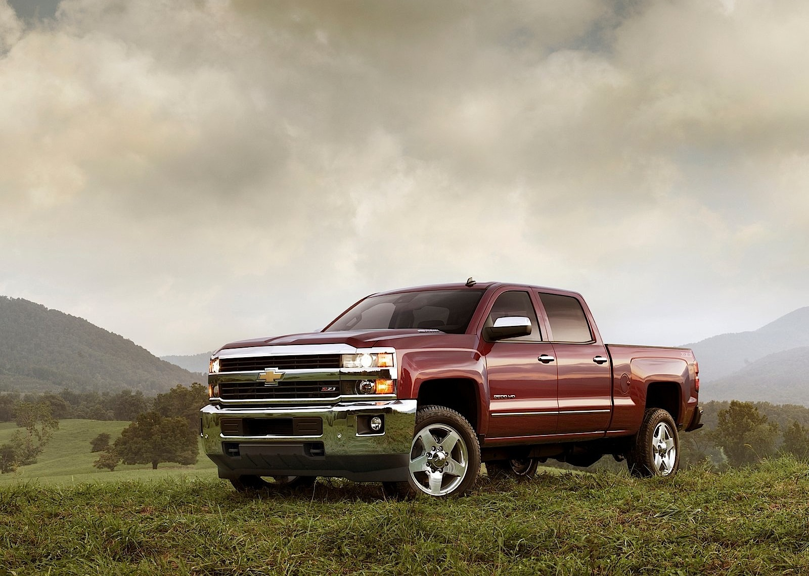 CHEVROLET Silverado 2500 HD Crew Cab specs & photos - 2013, 2014, 2015, 2016, 2017, 2018 ...