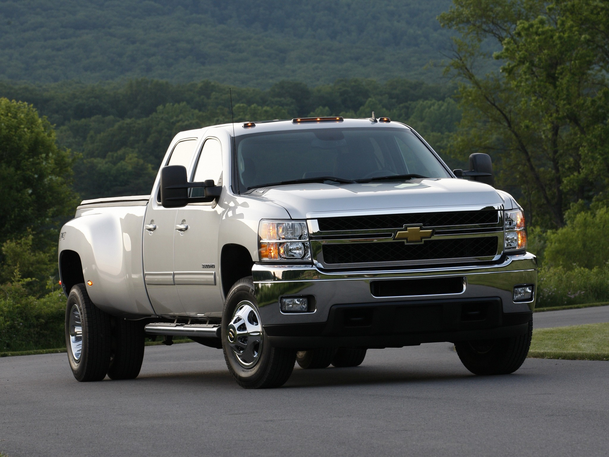 CHEVROLET Silverado 3500HD Crew Cab specs & photos - 2008 ...