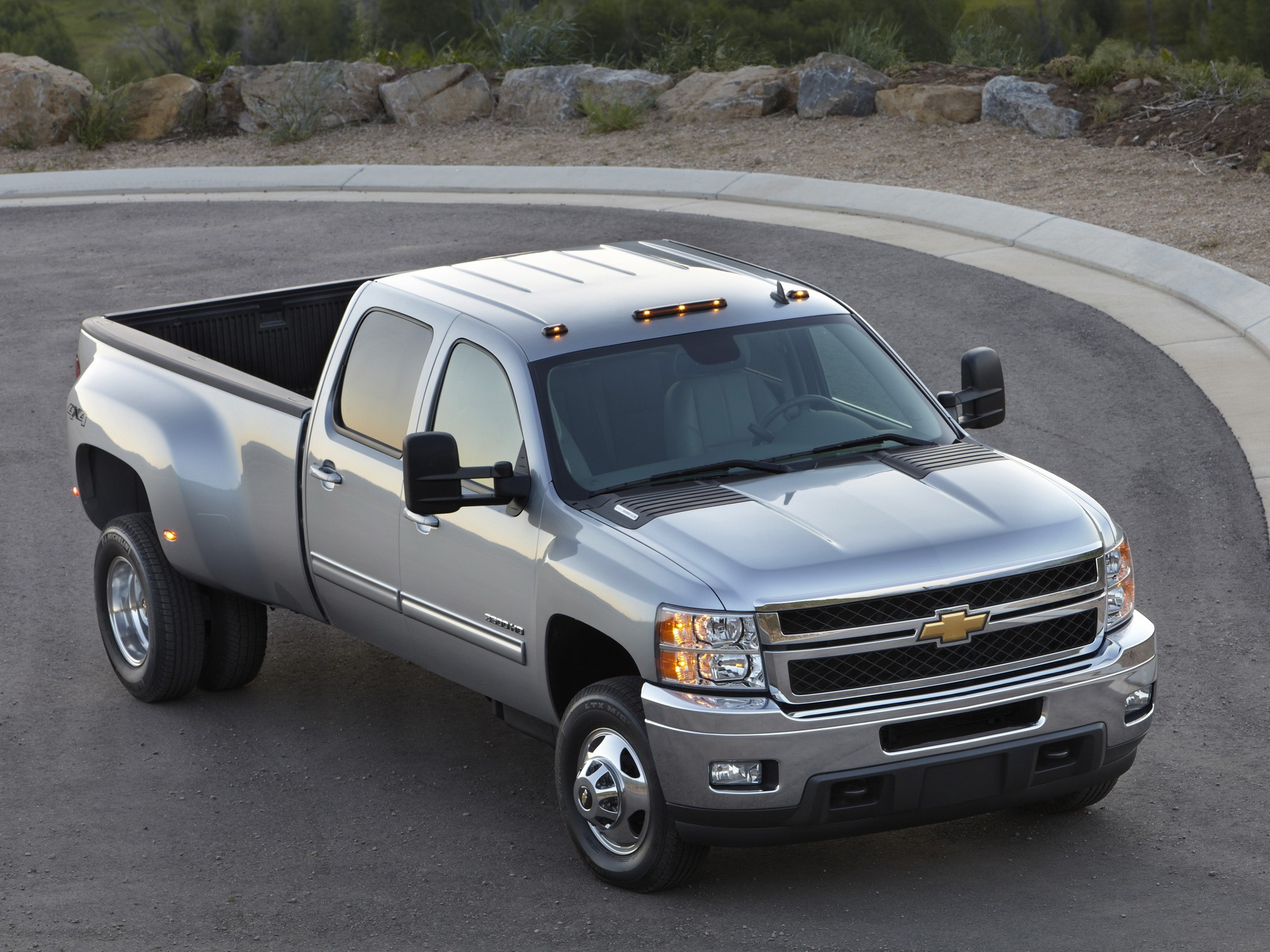 chevrolet silverado 3500hd crew cab specs  u0026 photos