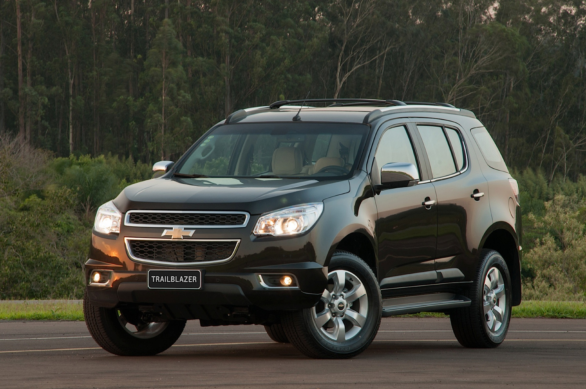 Chevrolet Trailblazer Specs Amp Photos 2012 2013 2014