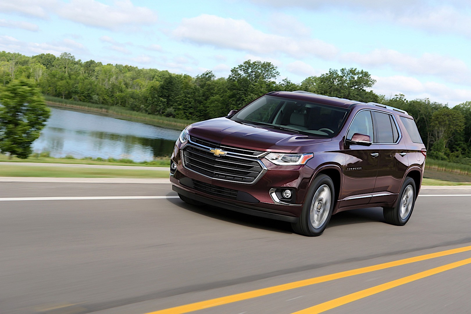 CHEVROLET Traverse specs & photos - 2017, 2018, 2019 ...