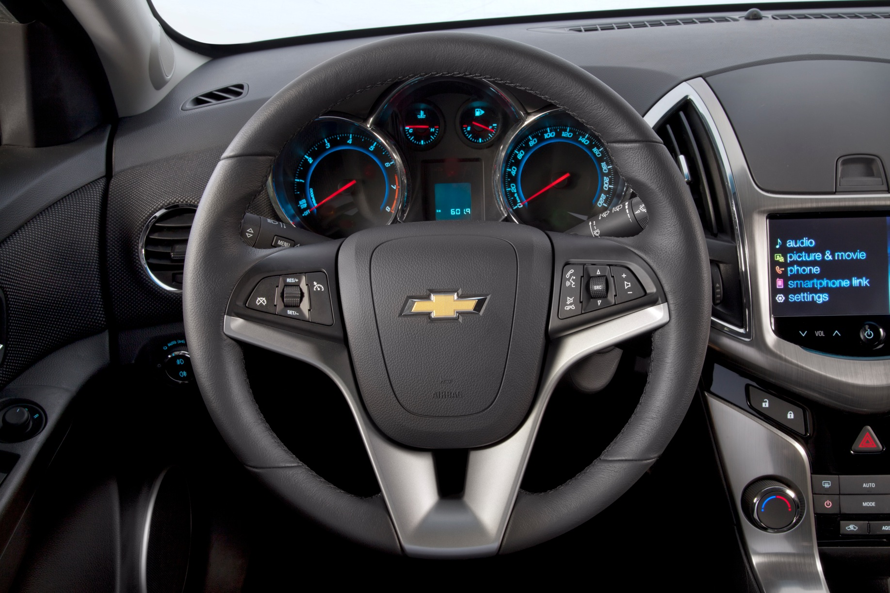 CHEVROLET Cruze HB5 specs & photos - 2011, 2012, 2013 ...