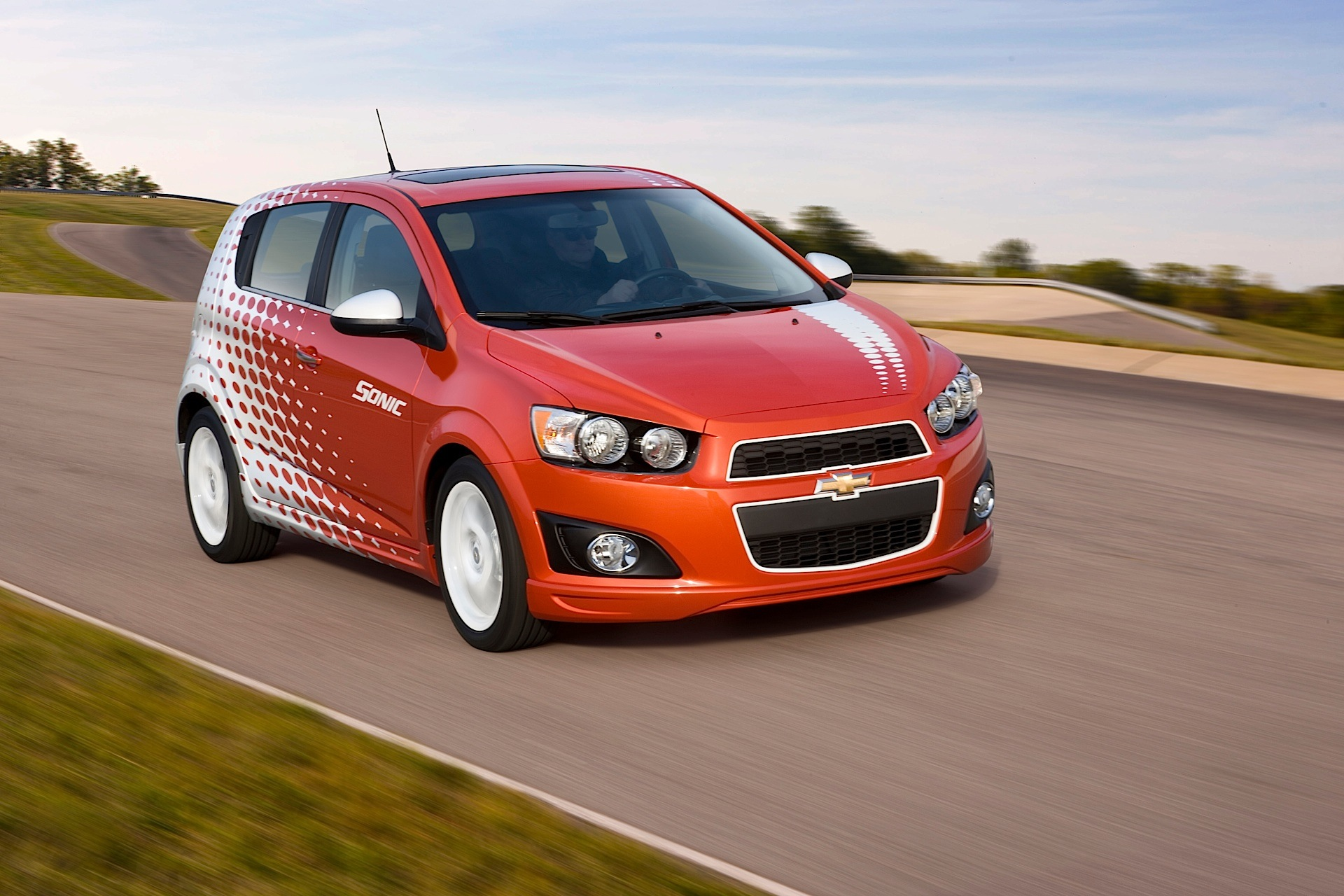 CHEVROLET Sonic Hatchback 5 Doors specs & photos - 2011 ...