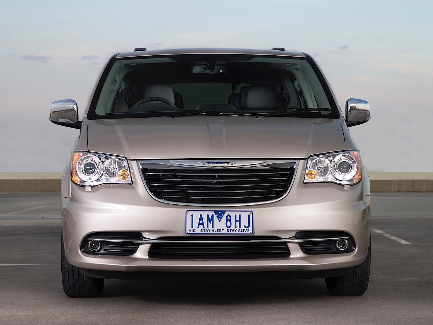 Chrysler Grand Voyager Specs Amp Photos 2008 2009 2010